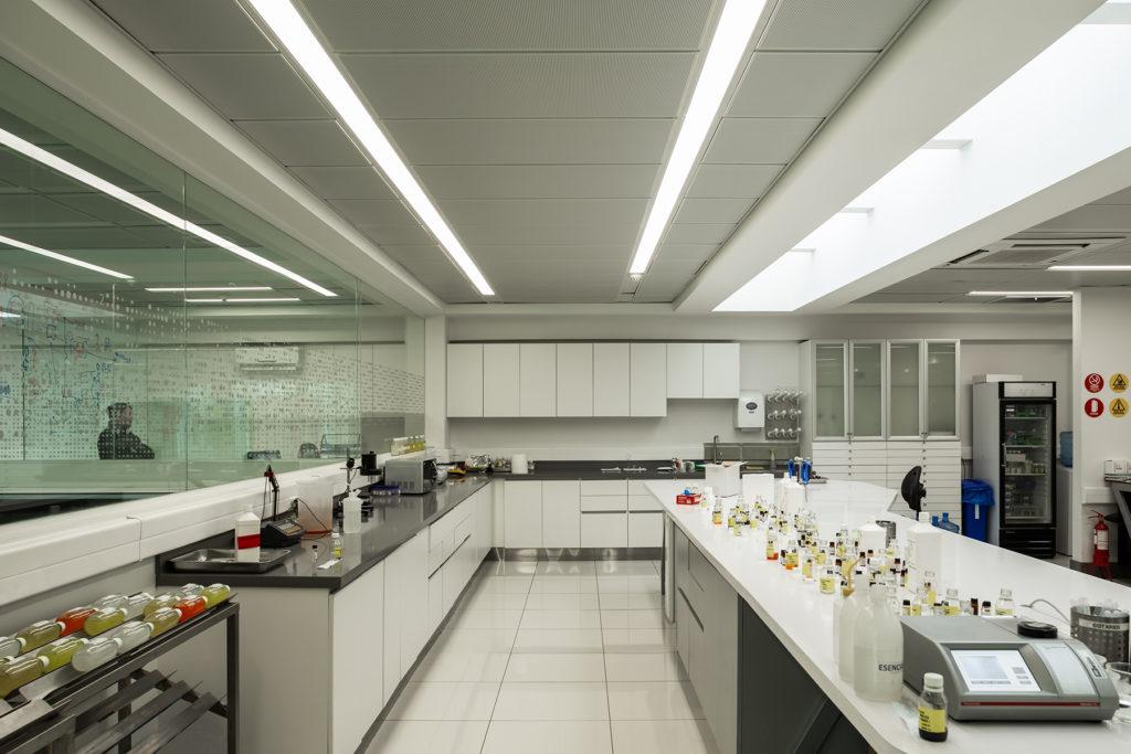 Lista de materiales de laboratorio de cerámica